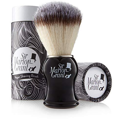 Brocha de afeitar vegana: Brocha de pelo de tejón sintético (suave), brocha de afeitar vegana en elegante caja de regalo – Brocha sintética – Brocha de cerdas sintéticas negra Sir Marlon Grant