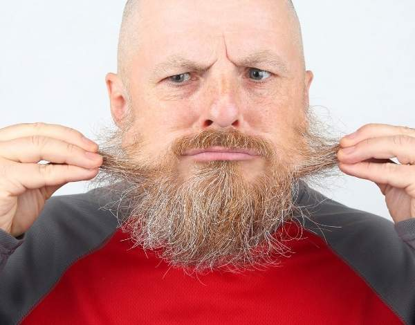 por que se ca el pelo en la barba