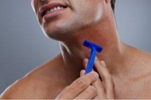 ¿Por qué no deberías afeitarte a contrapelo