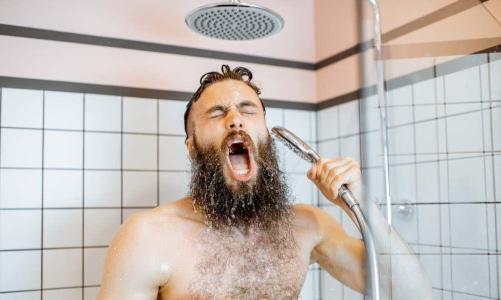 afeitarse con agua fria