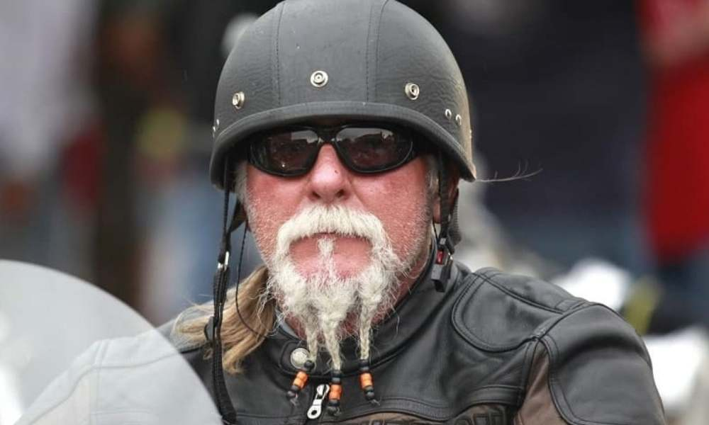 barba con tres trenzas